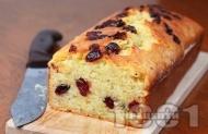Рецепта Пухкав маслен кекс / сладкиш със сушени череши и масло без мляко